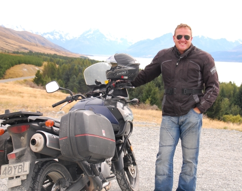 I take a break on the road to Mount Cook